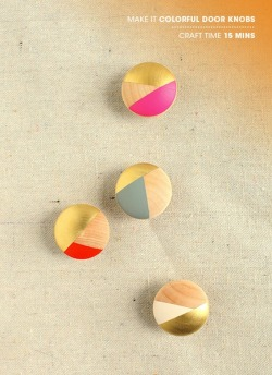 (via MAKE | How-To: Colorful Closet Door Knobs and Drawer Pulls)