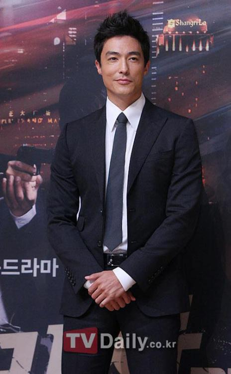 "[UPDATE] Actor Daniel Henney is looking forward to coming back in Korea.Henney is going to attend the appointing ceremony of the promotional ambassador of fitness club Pulse 8 at the Seoul Conrad Hotel on the 20th.Along with this, Daniel Henney is going to come back with Hollywood movie ""Shanghai Calling"". ""Shanghai Calling"" is about a lawyer from New York moving to Shanghai and getting along there.Daniel Henney has been favorable reviewed by those who have seen this movie in the 5 cities that has released this movie already in China, for his natural comical wit.via ohkpop.com"
