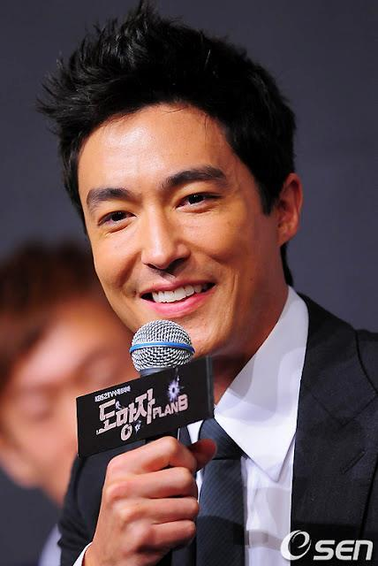 "[NEWS] On September 18, several insiders revealed that Daniel Henney has confirmed to be in negotiations to join the cast of 'Iris 2' which is scheduled to begin airing at the beginning of 2013. Should he accept the role, this will mark his first return to Korean dramas 3 years since ""Fugitive Plan. B"" in 2010.A lot of people are speculating and have high hopes for 'Iris 2' as the original drama drew an average of 30% viewership ratings within Korea. Along with Daniel Henney, Lee Da Hae and Jang Hyuk are also in negotiations to join the action drama. Many have been curious to see if the two will indeed be working together for a second time after drama 'Chuno'.Source: Osen"