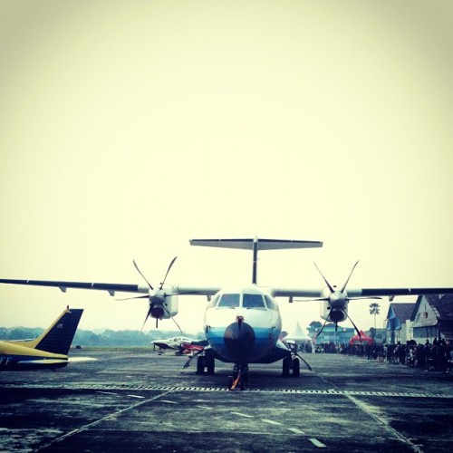 Sang fenomenal..  PT.Dirgantara Indonesia N-250 Gatotkoco  @indoflyer #instadaily #instago #instagood #instahub #instamood #igers #instaplane #aviation #avgeek #planelover #instabandung #instadonesia #instanusantara #bestoftoday #photooftheday #iphoneography #iphonesia #plane #iptn #bandungairshow2012 #bandung #n250  (Taken with Instagram at Husein Sastranegara International Airport (BDO))