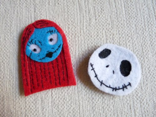 Jack and Sally heads, made out of felt! These would make cute accessories as hair clips, or even potential wedding favors.  (Artist/Creator?)