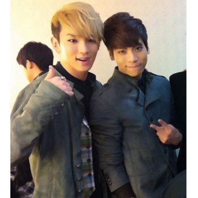 mydivalove:  i don't ship #jongkey 😝 but this is really cute! #jonghyun #key #shinee #shawol (Taken with Instagram)