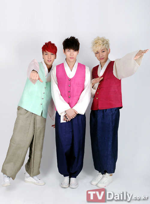 robotvixx24:  [PIC] VIXX RAVI LEO and HYUK  wearing hanbok for Chuseok Day (sc:http://tvdaily.co.kr )