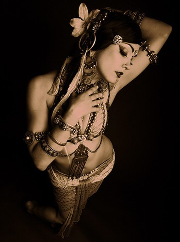 thisisapinup:  bellydance - Click image to find more Photography Pinterest pins(Via: Pin Up Girls)