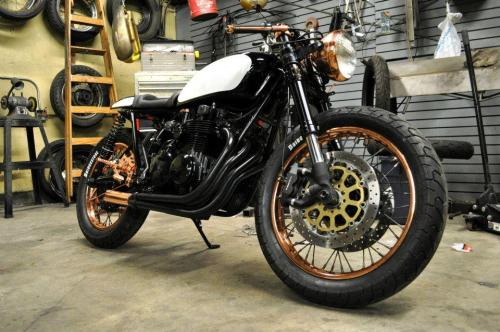 ironandair:  This one is making the rounds on the moto blogs…a collaboration between Dustin Kott of Kott Motorcycles & Alex Martino. First-time build for Alex, it's a '76 CB550 called PATINA.