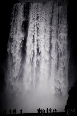 theflow-theme:  Skógarfoss Waterfall by Voimäki