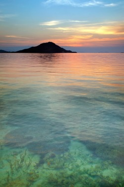 nvtura:  rejoiceful:  Sunset at the Island of Kanawa, Indonesia  +  goodDay .