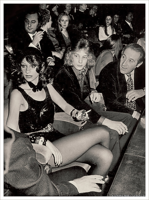 Björn having a smoke with Marisa Berenson & others