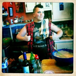 This is me - Johnny - Baking Butches creator, cooking a traditional British roast with Yorkshire Puddings for my friends in San Francisco. I'm sharing this because Baking Butches as gone AWOL for some time now, but it's back up and running as usual now and it needs YOUR contributions. PLEASE PLEASE PLEASE send your pictures into me as soon as possible so I can add and share with the world more fabulous, sexy, TASTY Baking Butches.
