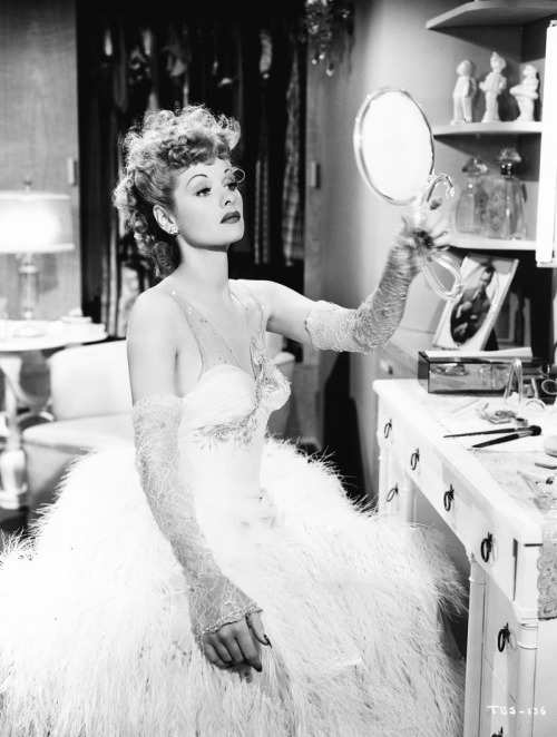 thelastenglishrose:  mariedeflor: Lucille Ball photographed for The Big Street, 1942