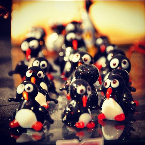 Bütün kizlar toplandik toplandik… #handmade #glass #penguins #souvenir  (Taken with Instagram)