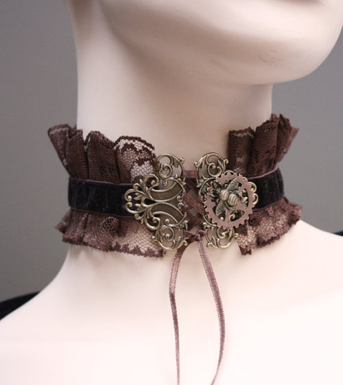 ksukoystinen:  Chocolate Steampunk/Gothic necklace  source