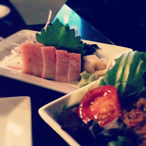 Yellow Tail Sashimi & Japanese Salad #foodporn :) I love sushi :) (Taken with Instagram at Japonessa)