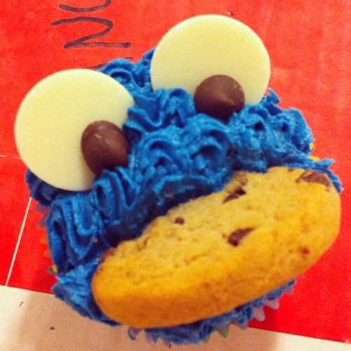 "Cookie Monster cupcake says ""Omn Nom Nom!"" (Taken with Instagram)"