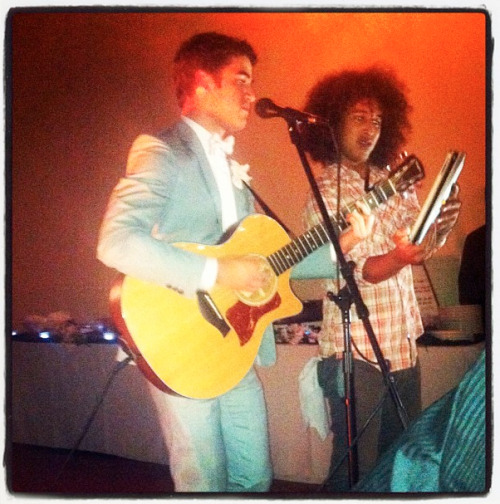 takenoverbyrocknroll:  scrunchydarren:  Darren performing at Ricky Rollins' wedding.  omg <3