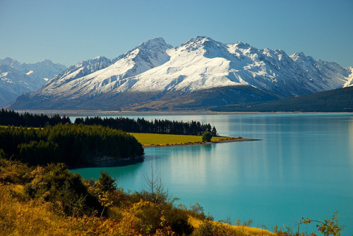 "wild-earth:  South Island, New Zealand Seriously, everybody should come here. I want to go around and visit all the places that The Lord of the Rings was filmed in! How awesome would that be? That's rhetorical because the answer would most obviously be ""VERY AWESOME"" :D"