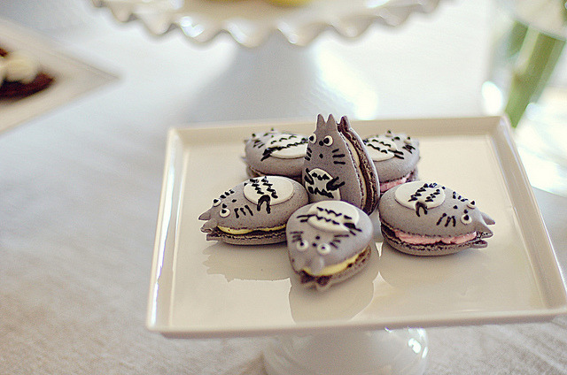 irresistableness:  Totoro Macarons! by L' Atelier Vi on Flickr.  I've always wanted to make Macaroons with someone…. unfortunately, that isn't gonna happen any time soon anymore. :(