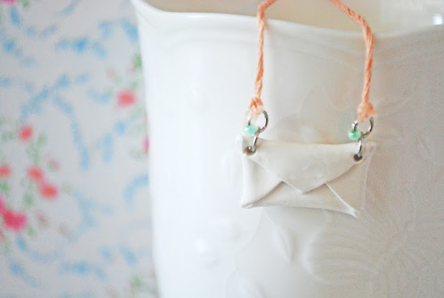 truebluemeandyou:  littlecraziness:  stellaire: DIY clay envelope necklace via henry happened.  Truebluemeandyou: Really cute. You can do this in any color, any finish, and flip the mini envelope over and use tiny stamps to stamp a name or word into the clay.