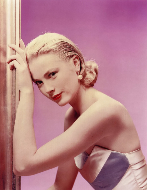 "Blonde 21: Grace Kelly ""Blondes make the best victims. They're like virgin snow that shows up the bloody footprints.""  —Alfred Hitchcock  (Thanks to both http://emk-irl.tumblr.com/ and Damian Rogers for the suggestion.)"
