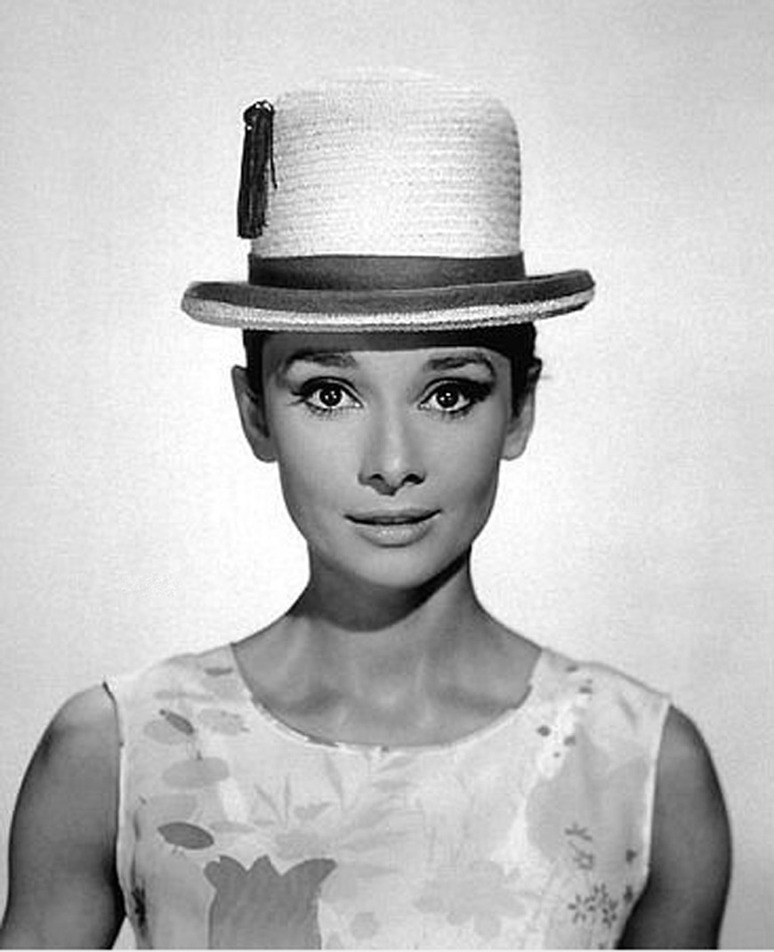 hollyhocksandtulips:  Audrey Hepburn Photo by Bud Fraker, 1961