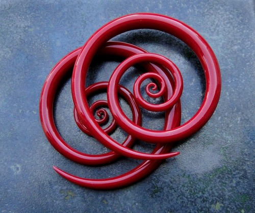 plugporn:  Red Spirals by Glass Heart Studio