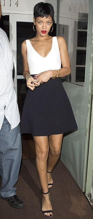 Rihanna Dines Out in LA; USA I love this dress. It's very simple indeed but it's funky and I love the shape of the skirt and deep V neck. I absolutely love Rihanna's hair and there's nothing I could dislike about this look. Just perfect.