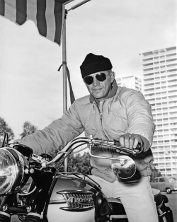 Steve McQueen (ala Triumph Bonneville) on the set of The Sand Pebbles.