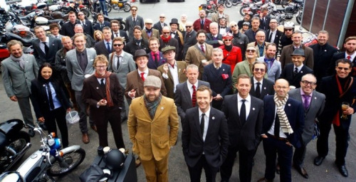 untitledmotorcycles:  The London part of The Distinguished Gentleman's Ride.  Splendid looking bunch of chaps!