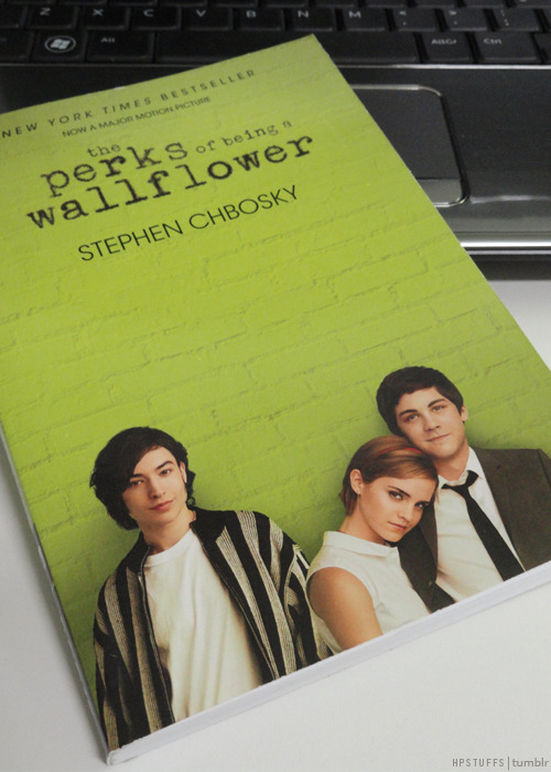 I couldn't resist to buy 'The Perks of Being a Wallflower' movie tie-in edition. Emma is so pretty in the cover!!!