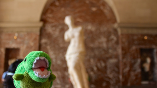 NO KEY-REX THE VENUS DE MILO ISN'T MADE OUT OF GUMMI LIKE ON THE SIMPSONS