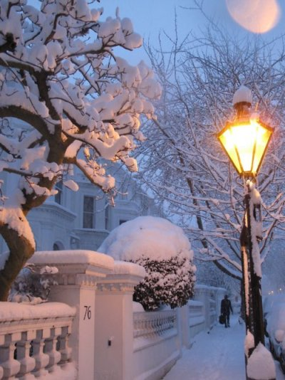 bluepueblo:  Snowy Night, London, England photo via ribbons