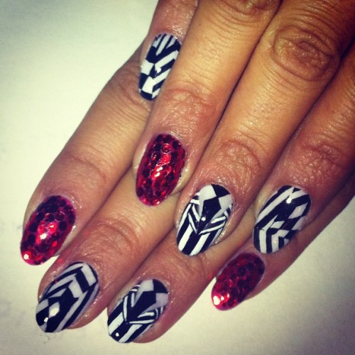 naominailsnyc:  Beetle juice inspired #nail #nailart #Timburton (Taken with Instagram)