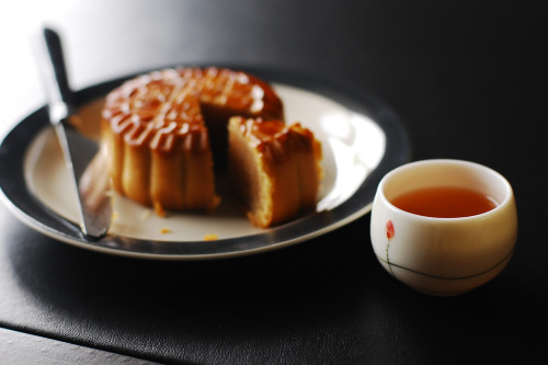 ohmyasian:  (by Inside_man)2628. Mid-Autumn Festival. Happy Mid-Autumn Festival guys! Hope you guys are enjoying the moon & moon cakes :)