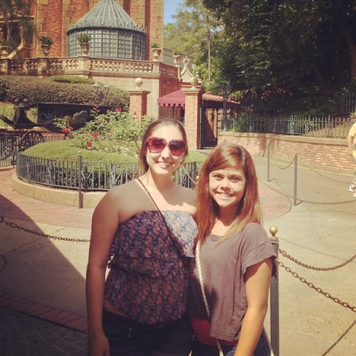 Haunted mansion.😱  #haunted #manision #stephanie #magickingdom #disney (Taken with Instagram)