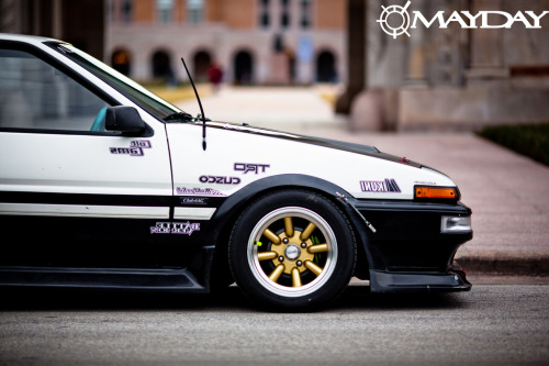 hollerdumped:  Pretty sweet AE86.