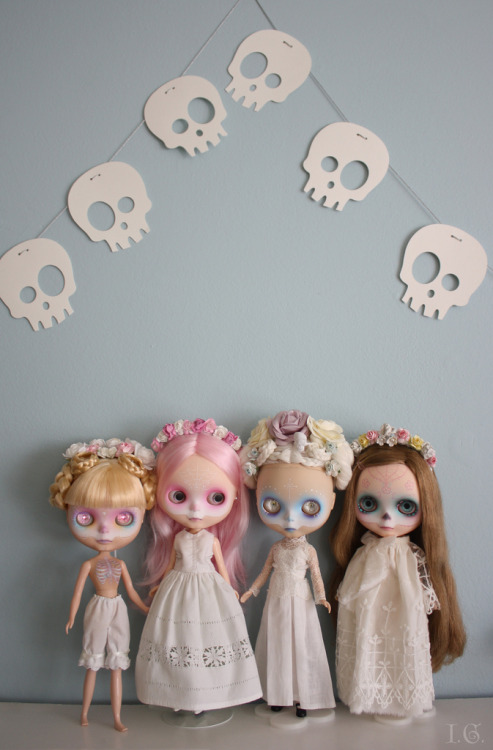 authenticfauxhemian:  Calavera Ghosts (by I.G. (Sirenita))    We are so ready for Halloween.