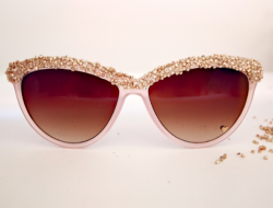 what-do-i-wear:  DIY: Embellished Sunglasses (image: glitternglue)