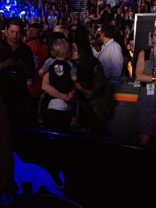 Selena Gomez with Jaxon at Justin Bieber?s concert in Las Vegas