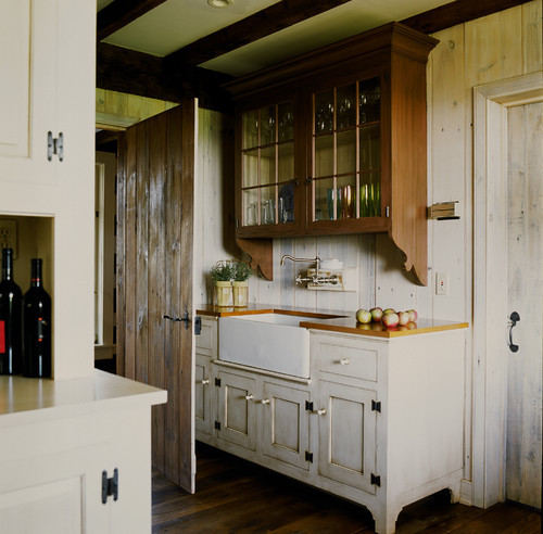 georgianadesign:  Butler's pantry in a new home in Unionville, PA. Peter Zimmerman Architects.
