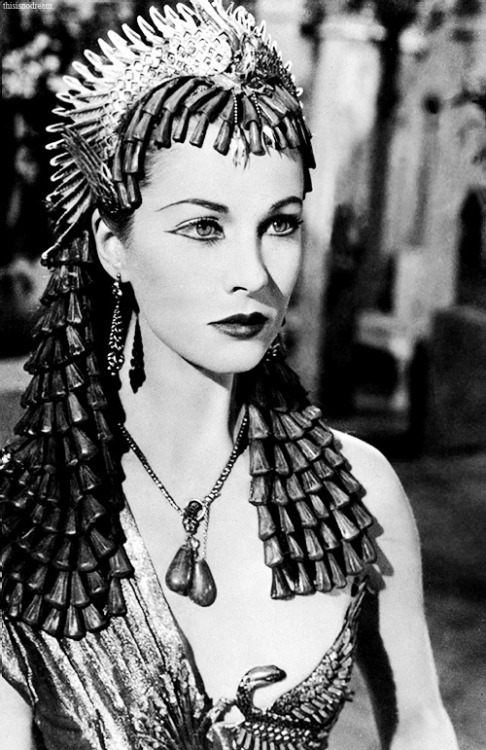 thisisnodream:   Vivien Leigh in Caesar and Cleopatra, 1945.