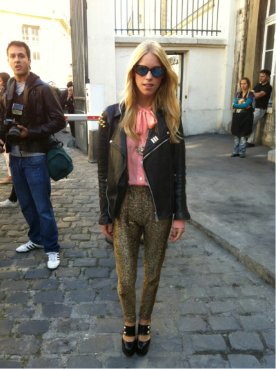 NET-A-PORTER cover star and Valli girl @Mary_Charteris doing baroque and roll. Perfectly. #PFW