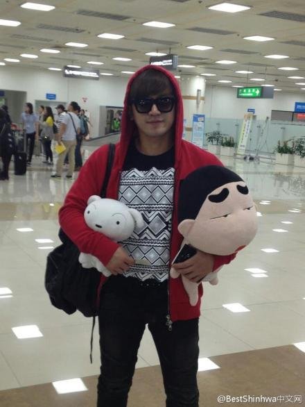 [1.10.12][MinWoo fb] Arrived in Korea!! Together with Crayon (Shinchan) and Shiro (the white dog)^^ (credit: AllAbout6_Updates)