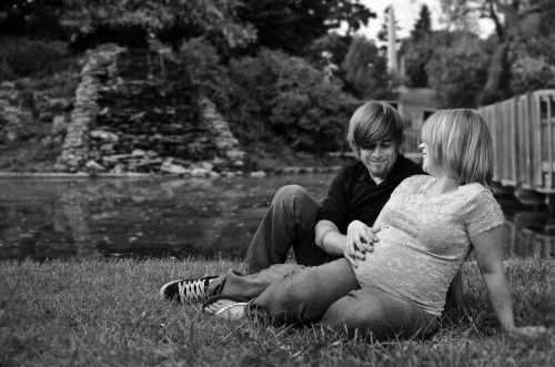 bruce wilson & Caley Moore  maternity photos 2012