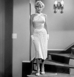 alwaysmarilynmonroe:  Marilyn by Sam Shaw during the filming of The Seven Year Itch in 1954.