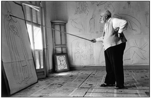 war-photography:  Henri Matisse in his studio.France. August, 1949. by Robert Capa