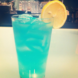 thepartyrehab:  Blue Ocean Recipe. Ingredients & Measurements: 1 1/2 oz. Vodka 1/4 oz. Peach Schnapps 1/4 oz. Blue Curacao 3 oz. Lemonade Instructions:Pour all ingredients into a glass with ice. Stir & garnish with a lemon.