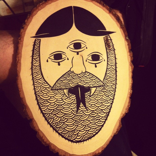 michaelchsiung:  Just a simple face / monster on wood on Flickr.