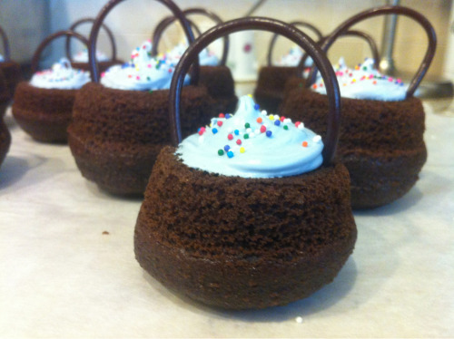Cauldron cakes!