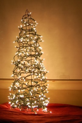 Make an outdoor Christmas tree out of a tomato cage and string lights! -C