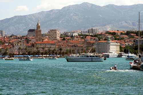 (via Bura, a photo from Splitsko-Dalmatinska, Coast | TrekEarth) Split, Croatia